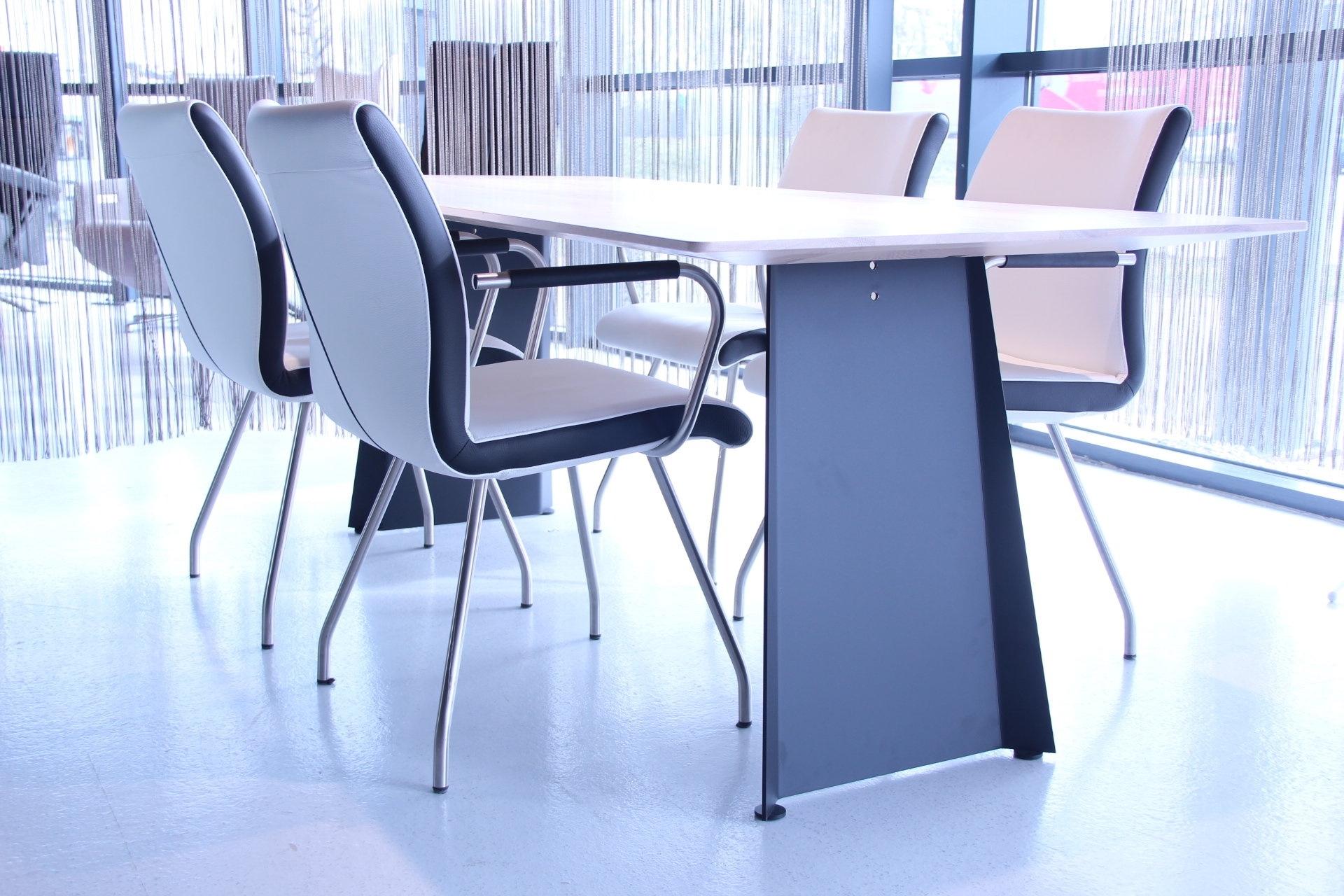 4 x eetkamerstoel shine leder wit met zwart woonplaza for Eetkamerstoelen outlet design