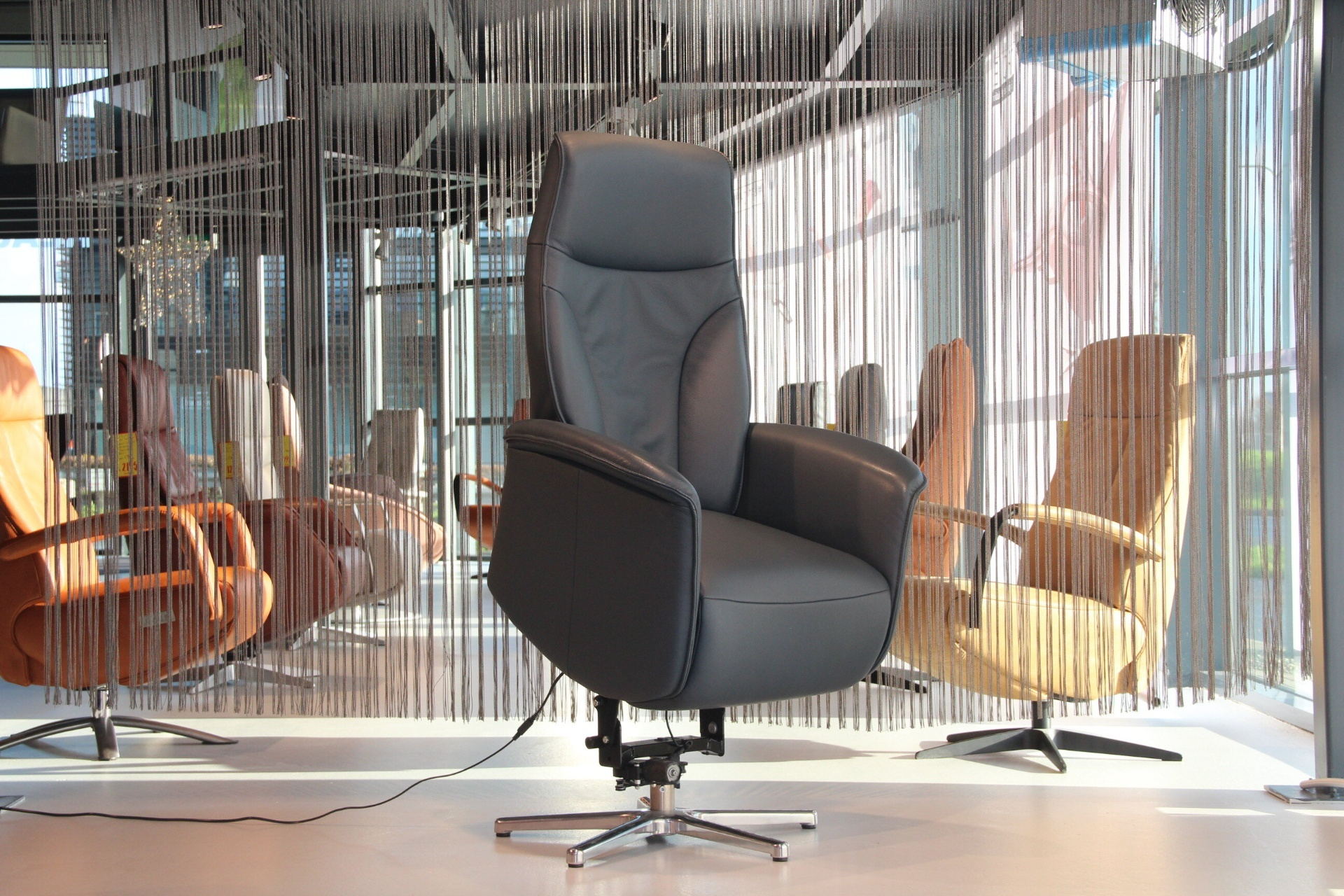 Sta op stoel leer blauw van De Toekomst Magic4U MG-C01